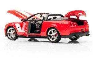 Автомодель (1:18) 2010 Roush 427 Ford Mustang Convertible красный