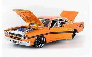 "Автомодель 1970 Plymouth GTX оранжевый М1:24 - Серия ""AllStars"" - тюнинг MAISTO"